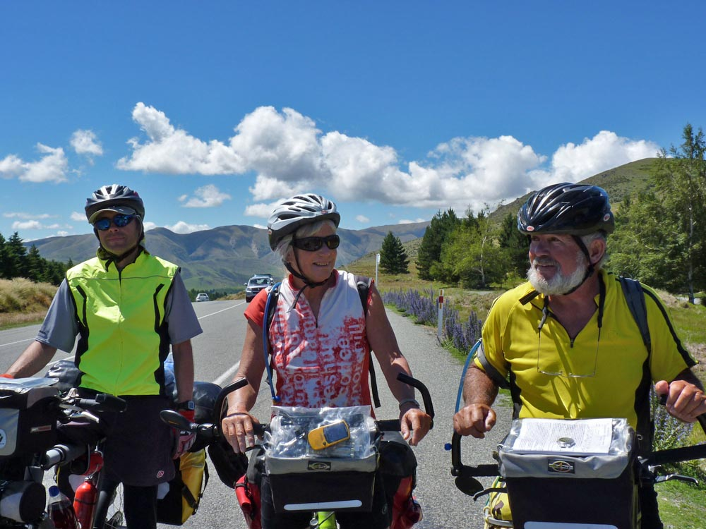 Bicycling South Island New Zealand-Fabrice, Anne & Mike