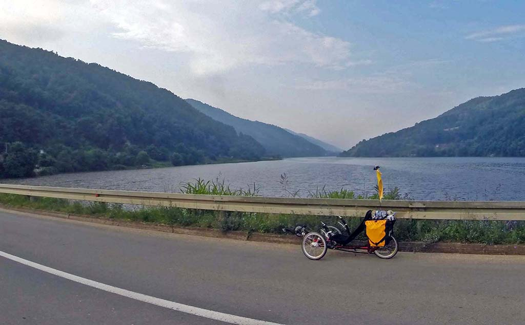 Bicycling-Serbia_Donji-Milanovac-to-Kladavo