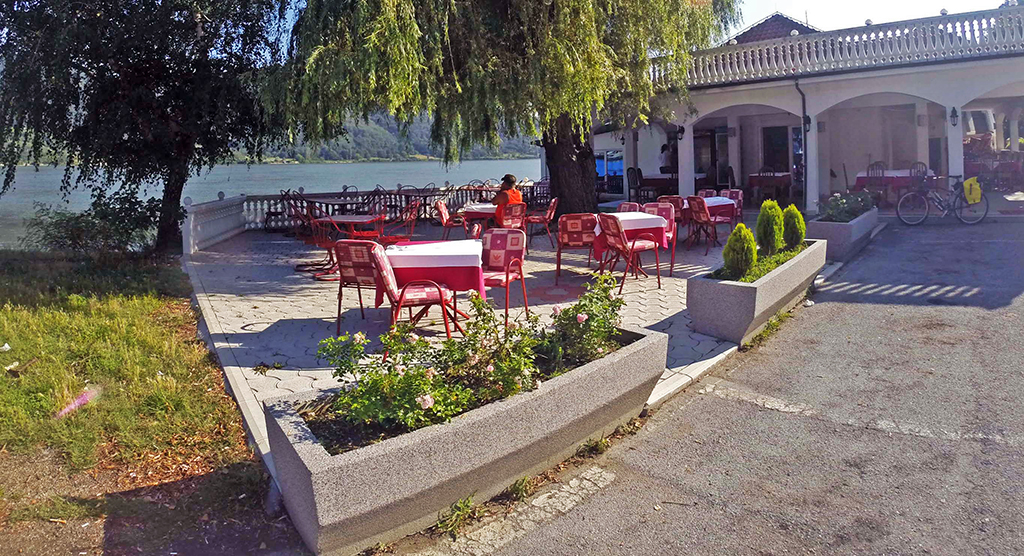 Bicycling-Serbia_Golubac-to-Donji-Milanovac-Toma Cafe