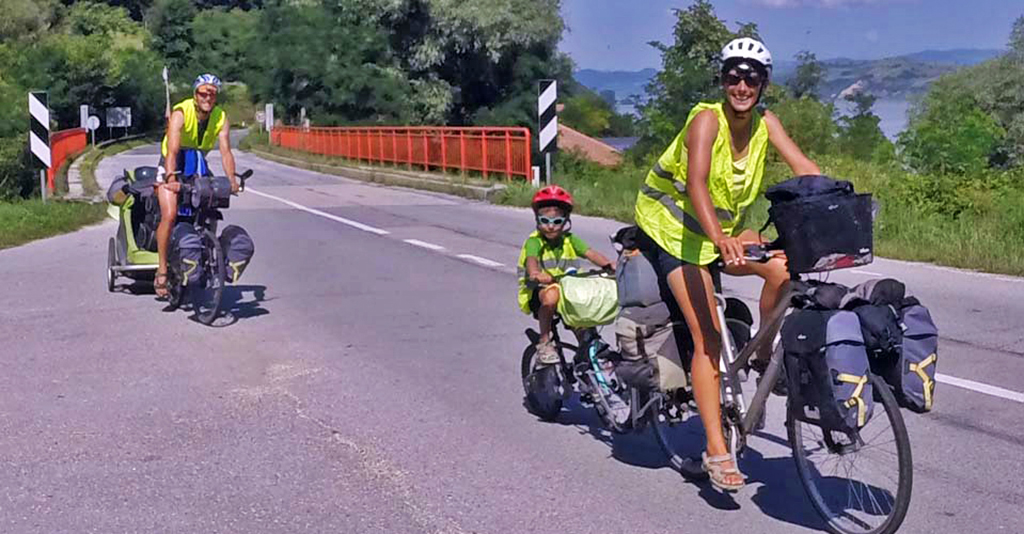 Bicycling-Serbia_Golubac-to-Donji-Milanovac-French cyclists